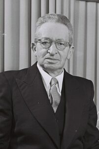 The second Prime Minister of Israel who was important in the acquisition of the Ezekiel plates. o